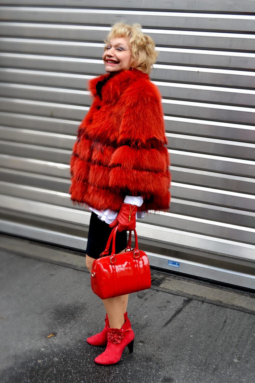 Maria on Richmodstraße 2, Cologne, fashion, germany, Köln, Fur, faux fur, red, handbag, exclusive, expensive, lady, girl, smile, polite, friendly, thisishype, www.thisishype.com, This Is Hype, streetfashion, style, shoes, boots, colour