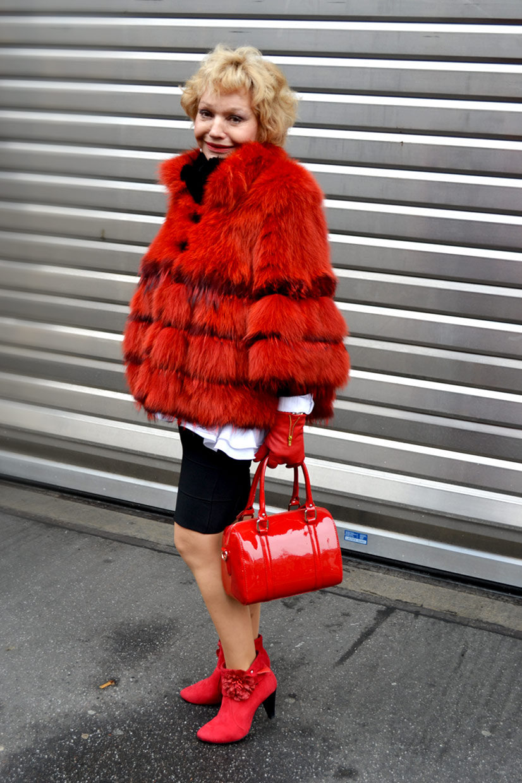 Maria on Richmodstraße 1, Cologne, fashion, germany, Köln, Fur, faux fur, red, handbag, exclusive, expensive, lady, girl, smile, polite, friendly, thisishype, www.thisishype.com, This Is Hype, streetfashion, style, shoes, boots, colour