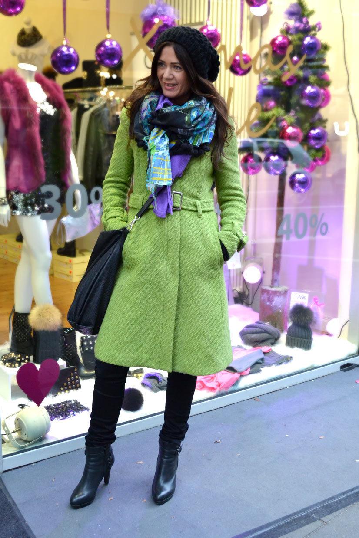 Miri on Friesenwall, Cologne, germany, Köln, fashion, fashionvivitm, streetfashion, coat, green, lady, girl, cute, handbag, boots, scarf, fashion, thisishype, www.thisishype.com, This Is Hype