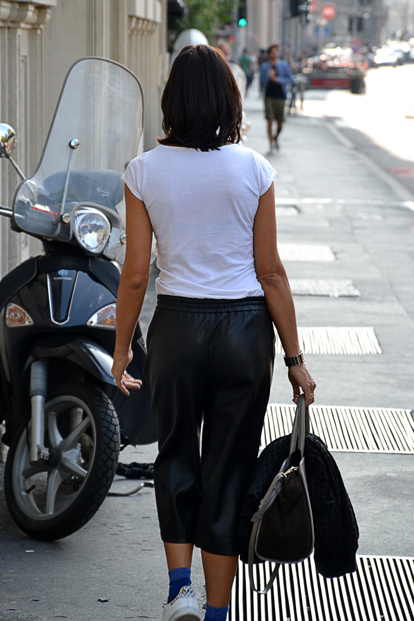 Snapped in Milan 2016, Lady in Three Quarter Leather Trousers, This Is Hype - We hate Fashion, but we love the People who wear it!