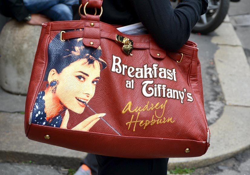 Nicole's Breakfast at Tiffany's tote bag on Via Clerici, Milan 2016, This Is Hype - We hate Fashion, but we love the People who wear it!